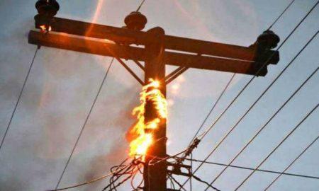 Καρδαμύλη: Φωτιά σε κολώνα της ΔΕΗ βύθισε τη περιοχή στο σκοτάδι