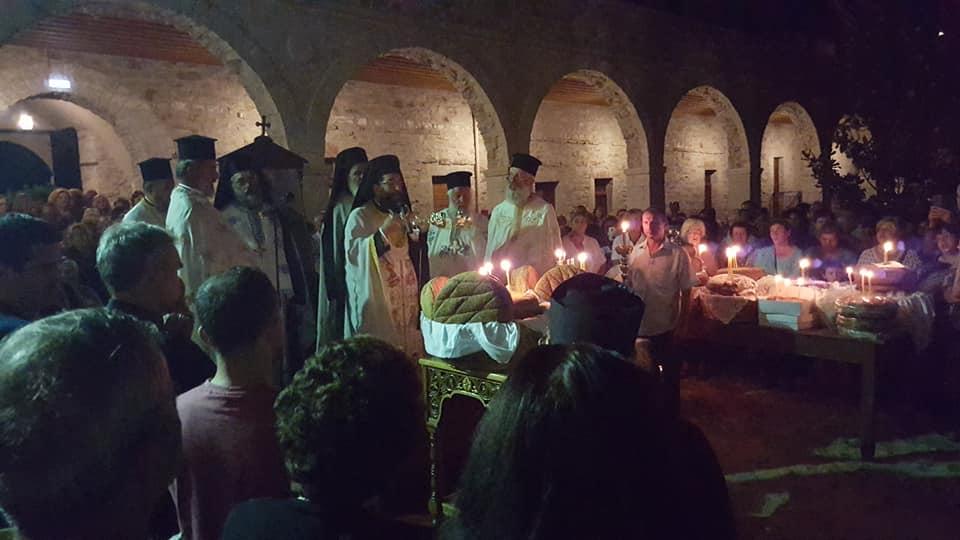 Ξεκίνησε η λειτουργία στην Ι.Μ. Βουλκάνο – Μετά τα μεσάνυχτα η κάθοδος προς τη Μεσσήνη