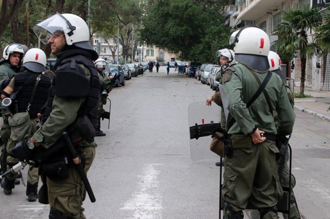 Ο εισαγγελέας ζητά τη σύλληψη τριών ανδρών των ΜΑΤ και του διοικητή τους μετά από μήνυση δημοσιογράφου