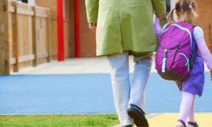 Πρώτη μέρα στο σχολείο: Πώς θα βοηθήσετε το παιδί να προσαρμοστεί