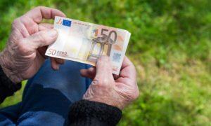 Ποιοι συνταξιούχοι μπορούν να διεκδικήσουν αναδρομικά από περικοπές δώρων – συντάξεων