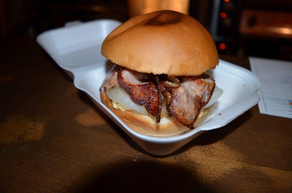 CHARLES : Η νέα hot άφιξη στην Αμφείας πάει το street food σε άλλο επίπεδο!