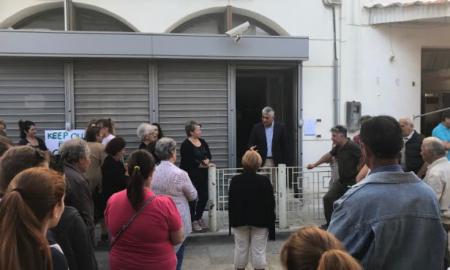 """Συμβολική κατάληψη για το """"λουκέτο"""" στο υποκατάστημα της Εθνικής στη Μεθώνη"""
