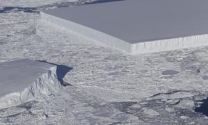 Πρωτοφανές γεωμετρικό παγόβουνο φωτογράφησε η NASA