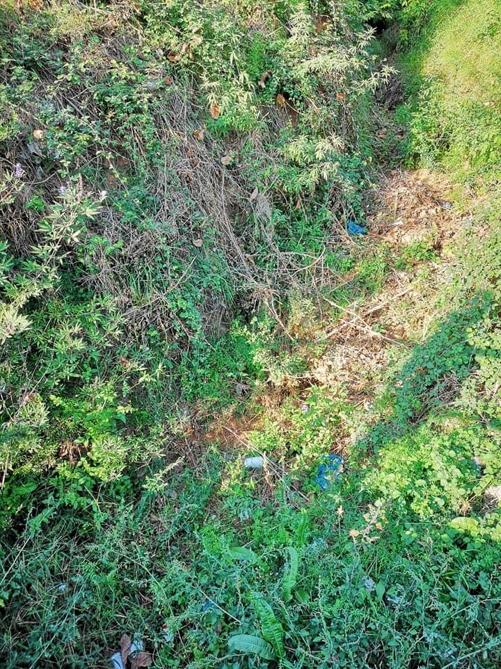 Mάκαρης: Ακαθάριστο το ρέμα στο Φραγκοπήγαδο –  Πρόβλημα στην Γλαύκου και Μπακογιάννη