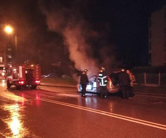 Αυτοκίνητο πήρε φωτιά εν κινήσει στην Κρήτης – Σώος ο οδηγός