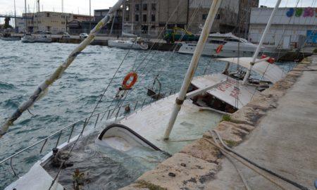 Βούλιαξε το κατασχεμένο ιστιοφόρο στο Λιμάνι Καλαμάτας