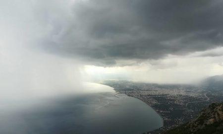 Έρχονται πολλές βροχές με νοτιάδες και πρόσκαιρη άνοδο θερμοκρασίας