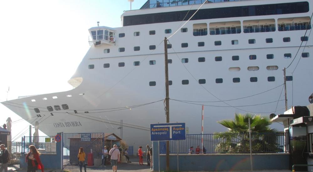 Το κρουαζιερόπλοιο COSTA neoRIVIERA με 1.135 τουρίστες στην Καλαμάτα