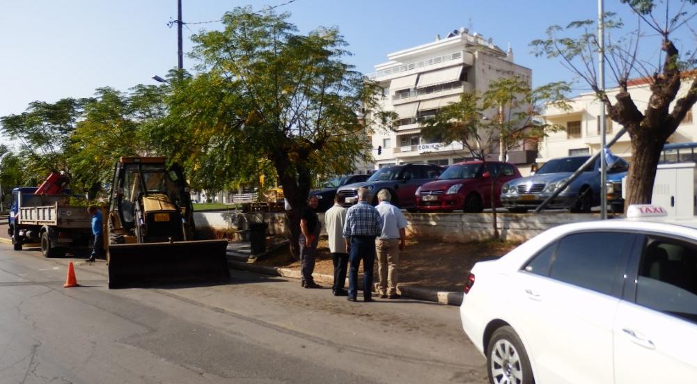 Πεζοδρόμιο στη Νέδοντος δίπλα στην πιάτσα ραδιοταξί