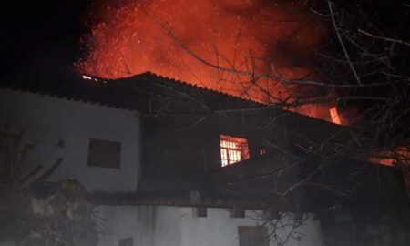 Καταστράφηκε ολοσχερώς διώροφη κατοικία από κεραυνό