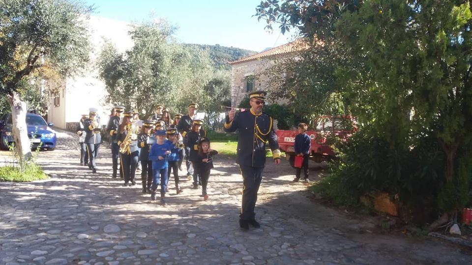 Δυτική Μάνη: Τα κάλαντα στον Δήμαρχο από την Φιλαρμονική