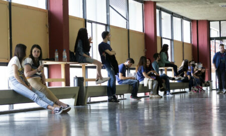 Το Airbnb δυσκολεύει τους φοιτητές να βρουν σπίτι – Πόσοι έμειναν εκτός φοιτητικών εστιών