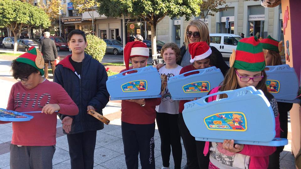 17o Δημοτικό Σχολείο Καλαμάτας: Κάλαντα και πλούσιο παζάρι στο δεντρόσπιτο!