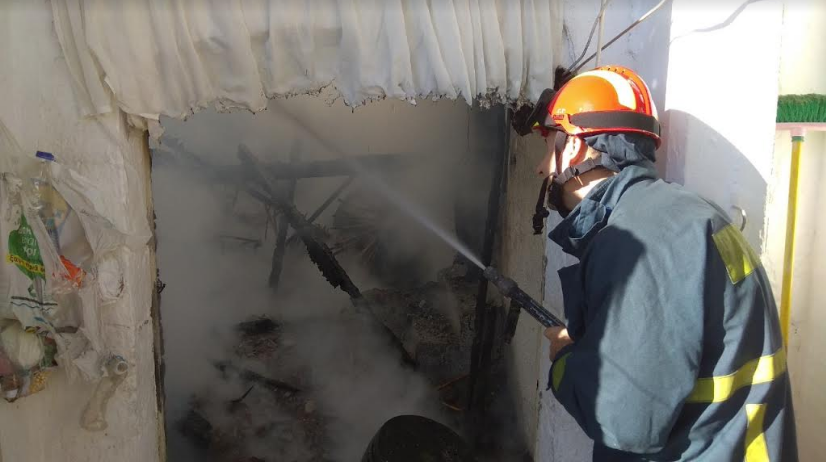 Κάηκε ολοσχερώς το σπίτι τετραμελούς οικογένειας στο Αριστοδήμειο-Σώθηκαν αλλά έμειναν άστεγοι!