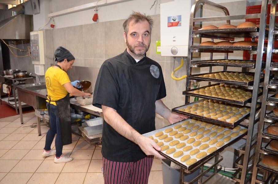 """""""Eργαστήρι"""" Χριστόπουλος: Εδώ τα χριστουγεννιάτικα γλυκά έχουν την τιμητική τους!"""