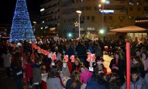 Εκπ.Μπουγά: Κοσμοσυρροή στη Χριστουγεννιάτικη εκδήλωση στην κεντρική πλατεία Καλαμάτας