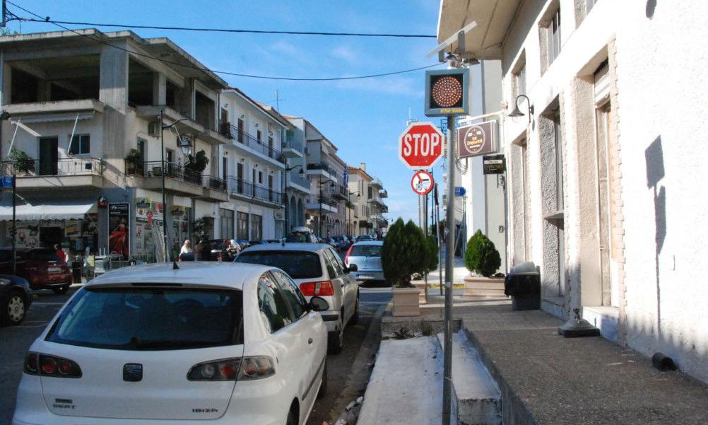 Προειδοποιητικά φανάρια με φωτοβολταϊκά σε διασταυρώσεις της Καλαμάτας!