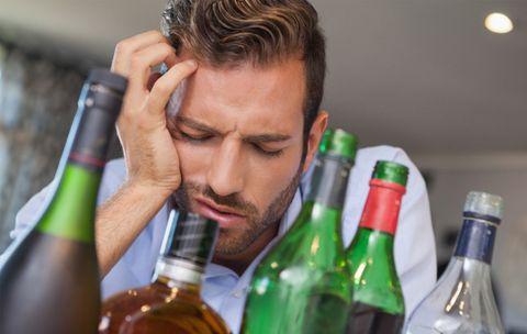 Ξεχάστε όσα ξέρατε: Έτσι θα νικήσετε το hangover, χωρίς καφέ