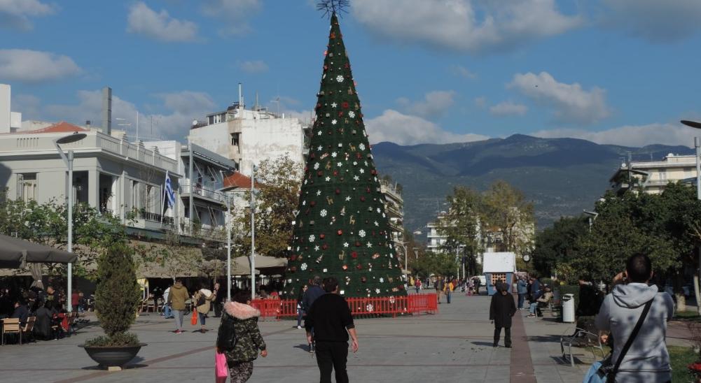 Παραμυθόσπιτα και Δεντρόσπιτα στην κεντρική πλατεία Καλαμάτας