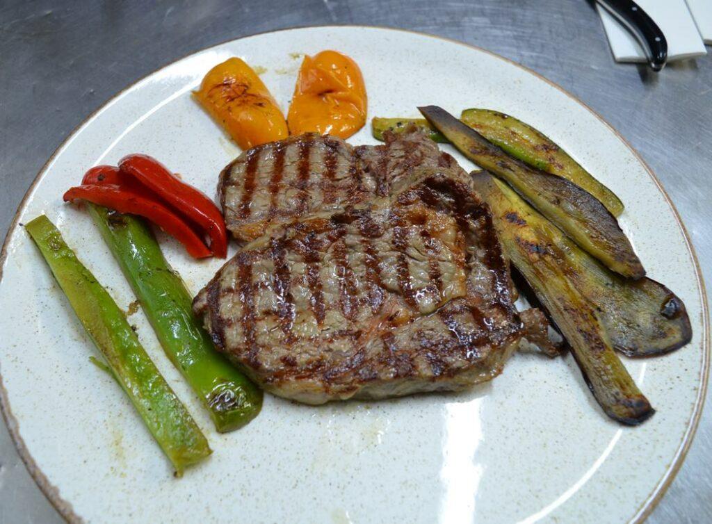 Meet the Meat: Ένα αυθεντικό Steak House στη Μαρίνα Καλαμάτας