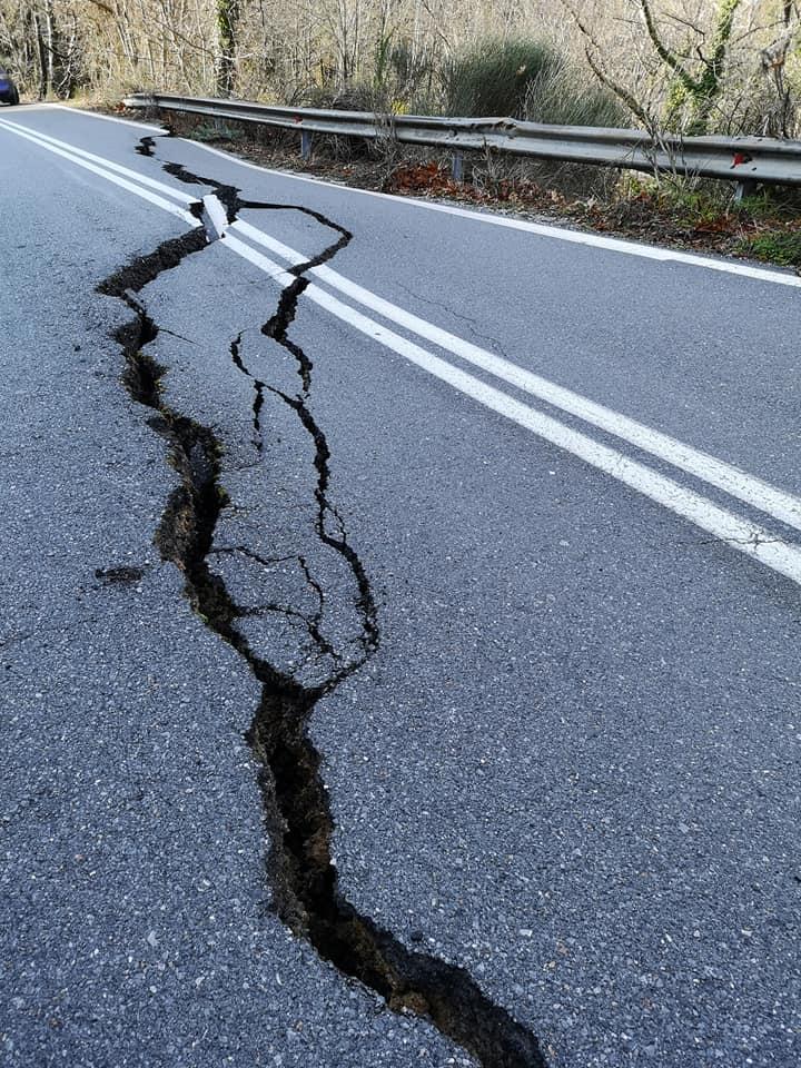 Κλειστός ο δρόμος Καλαμάτας-Σπάρτης σε δύο σημεία λόγω καθιζήσεων