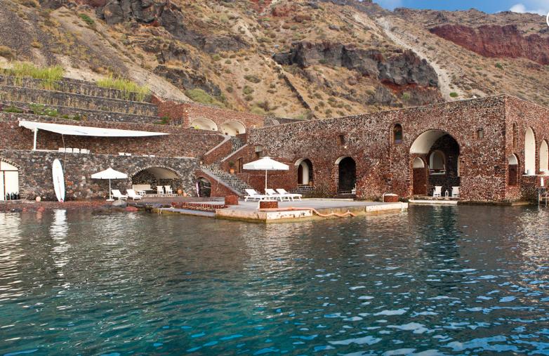Condé Nast Traveller: Ελληνικό ξενοδοχείο πάνω στη θάλασσα στα κορυφαία του κόσμου!