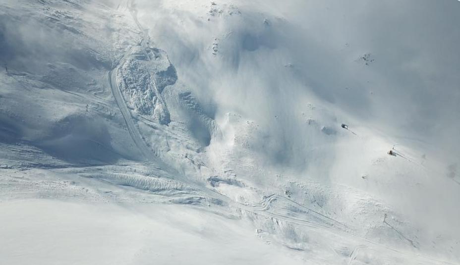 Πάνω από 1.000.000 τόνους χιονιού έφερε η χιονοστιβάδα στα Καλάβρυτα