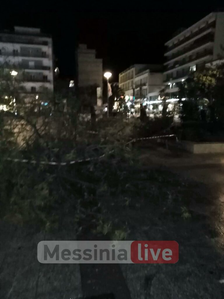 """Θυελλώδεις άνεμοι 8 μποφόρ """"σαρώνουν"""" την Καλαμάτα-Έπεσε στύλος φωτισμού στην πλατεία!"""