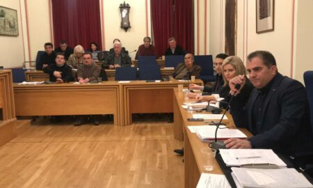 Τα δίμηνα και η Μαραθόλακα ανέβασαν τους τόνους στο Δημοτικό Συμβούλιο