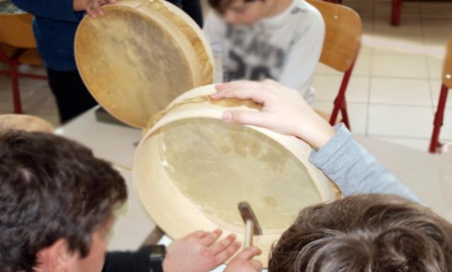 Δημοτικό Σχολείο Λαιίκων: Μαθητές, γονείς και εκπαιδευτικοί κατασκεύασαν κρουστά μπεντίρ!