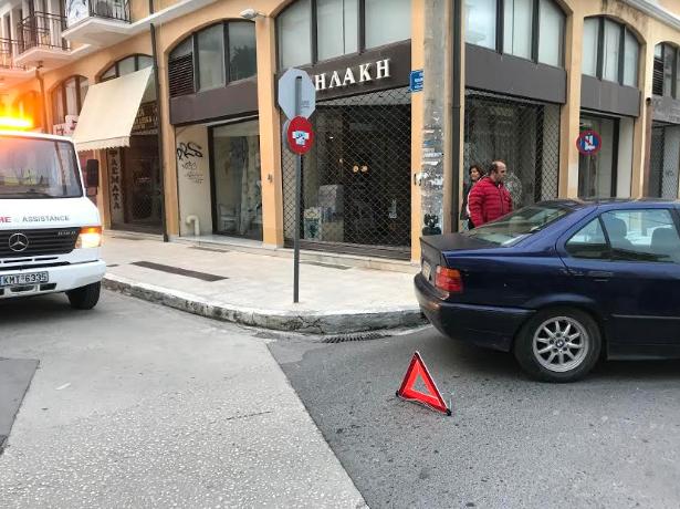 Τροχαίο ατύχημα στην Κολοκοτρώνη μετά από παραβίαση στοπ