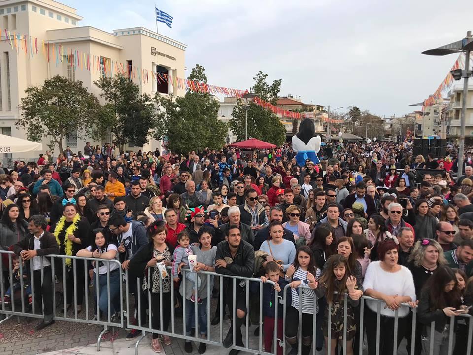 159ο Καρναβάλι Μεσσήνης: Κέφι, χορός, σάτιρα στην κατάμεστη πλατεία!