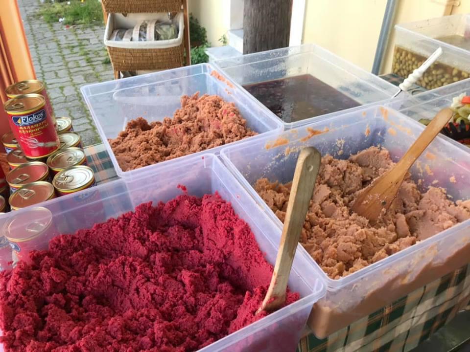 Κεντρική Αγορά Καλαμάτας: Στην ουρά για χαλβά και Σαρακοστιανά!