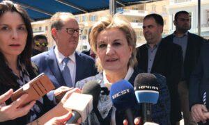 """Αλειφέρη: """"Οι Έλληνες λυγίζουμε αλλά δεν πέφτουμε""""…"""