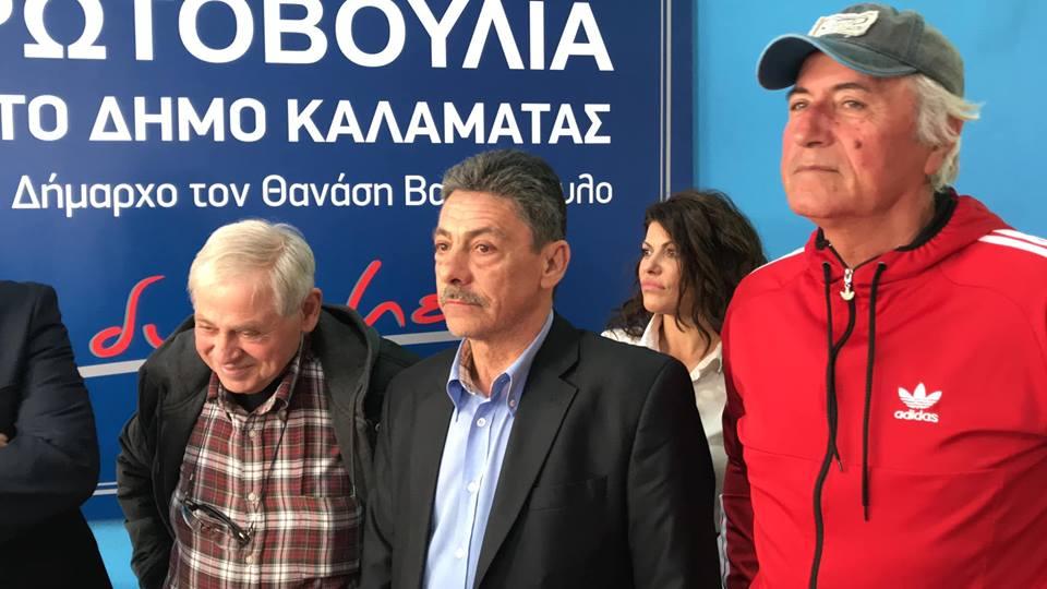 Με δάκρυα στα μάτια τιμήθηκε ο Βασίλης Μιχαλολιάκος με καθυστέρηση 35 ετών!