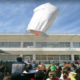 6ο Δημοτικό Καλαμάτας: Με αερόστατο και γαϊτανάκι γιόρτασαν τις απόκριες!