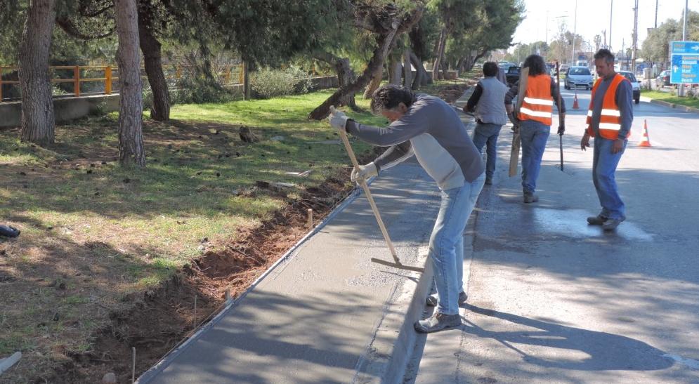 Συνεχίζεται η κατασκευή πεζοδρομίου στην Αρτέμιδος