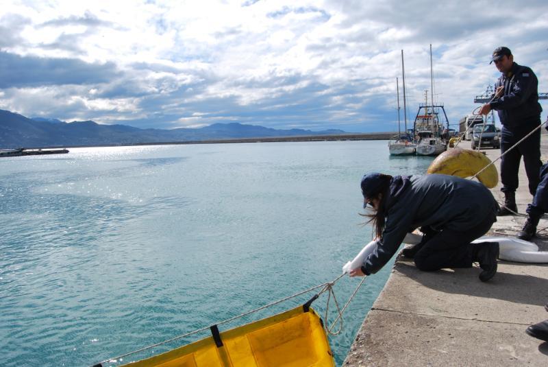 Kεντρικό Λιμεναρχείο Καλαμάτας: Άσκηση αντιμετώπισης θαλάσσιας ρύπανσης από πλοίο