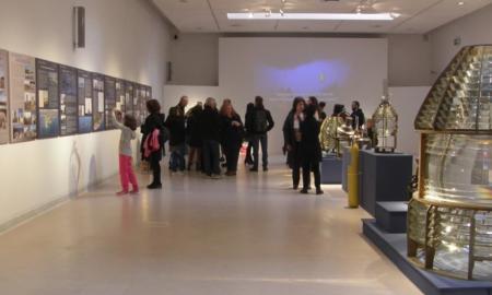 «Φάροι Φανοί Μνημεία Μνήμες»: Έκθεση στο φουαγιέ του Μεγάρου Χορού Καλαμάτας