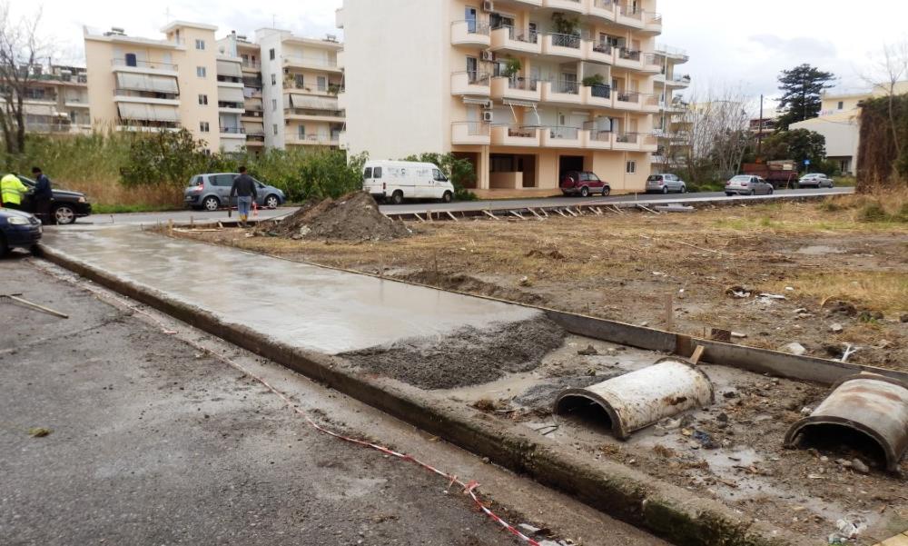 Συνεχίζεται η κατασκευή πεζοδρομίων στην Καλαμάτα