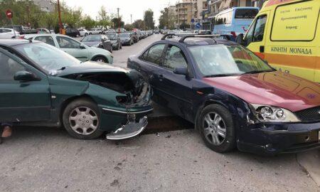 Σύγκρουση αυτοκινήτων στην Αρτέμιδος με μια τραυματία