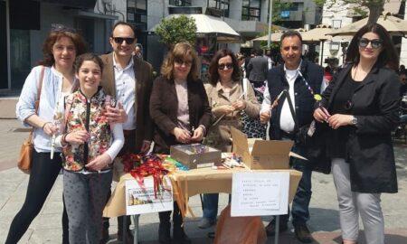 Τρίτεκνοι Μεσσηνίας: Υπαίθριο εργαστήρι κατασκευής λαμπάδων στην πλατεία