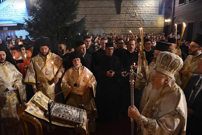 Με λαμπρότητα η Ακολουθία της Αναστάσεως στο Φανάρι παρουσία εκατοντάδων πιστών