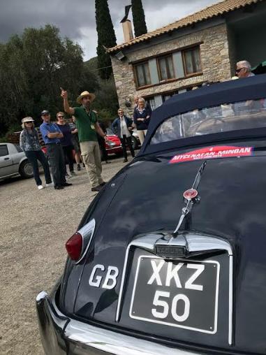 Κέρδισαν τις εντυπώσεις τα βρετανικά αυτοκίνητα-αντίκες στο ελαιοτριβείο στο Παραπούγκι Μεσσηνίας