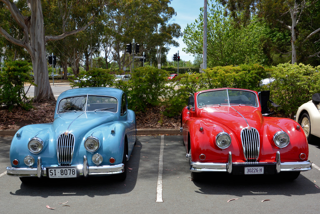 Βρετανικά αυτοκίνητα αντίκες σε ελαιοτριβείο στο Παραπούγκι Μεσσηνίας!
