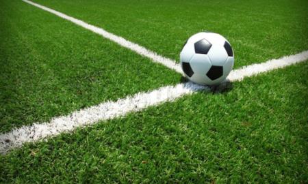 Τοποθετείται ο πλαστικός τάπητας στο γήπεδο Λαιΐκων