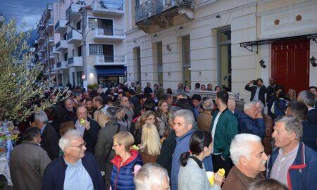 """""""Καλαμάτα Μπροστά"""": Πλήθος κόσμου στα εγκαίνια του εκλογικού κέντρου του Κοσμόπουλου"""