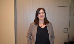 """Η Ντίνα Νικολάκου εκπρόσωπος της """"Νέας Πελοποννήσου"""" για τις διαδικασίες του debate"""