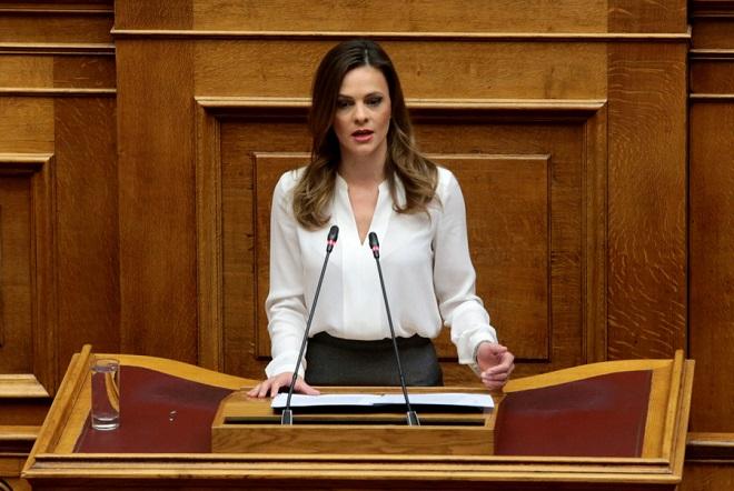 """Αχτσιόγλου: """"Νομοσχέδιο κόλαφος για τα εργασιακά δικαιώματα"""""""
